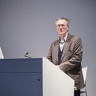 Professor Simon Olding opened the guest lecture