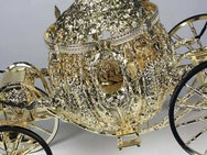 Golden carriage model